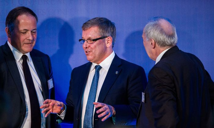 v.l.n.r. Benoit Coeure, Gyorgy Matolcsy, Präsident der ungarischen Notenbank und Ewald Nowotny