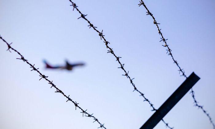 Symbolbild: Abschiebung per Flugzeug