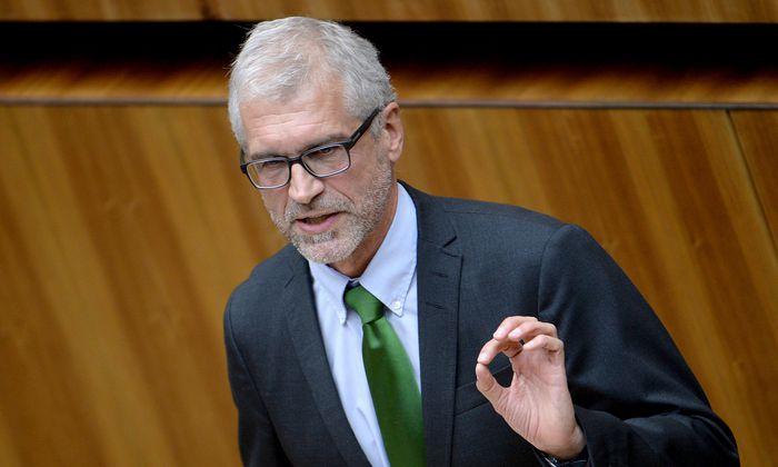 Harald Walser wehrte sich gegen ein diffamierendes Posting und bekam Recht.