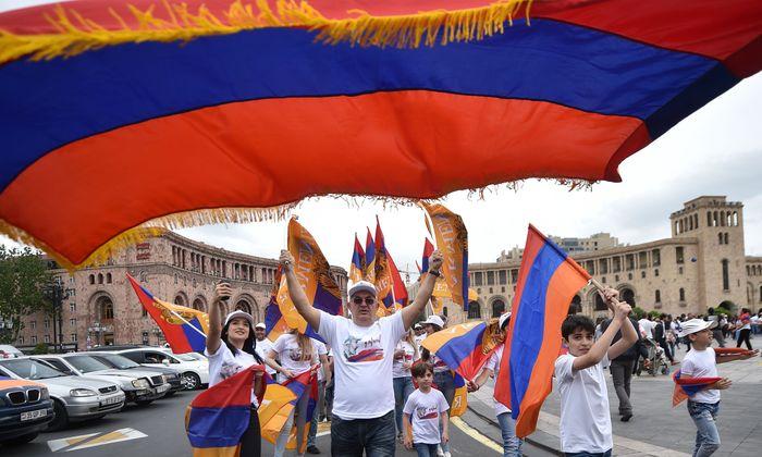 Jubel in Eriwan: Zehntausende feierten mit einem spontanen Volksfest den Sieg des Oppositionspolitikers Nikol Paschinjan.