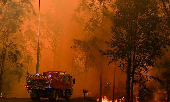 Feuerwehr kämpft bei Sydney gegen