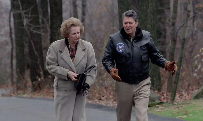 Margaret Thatcher und Ronald Reagan bei einem Treffen in den USA 1986