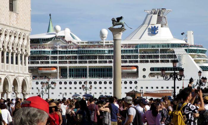 Der Markuslöwe hatte seinen Platz lang nicht mehr für sich. Täglich kommen Tausende per Boot, Bus und Zug nach Venedig.