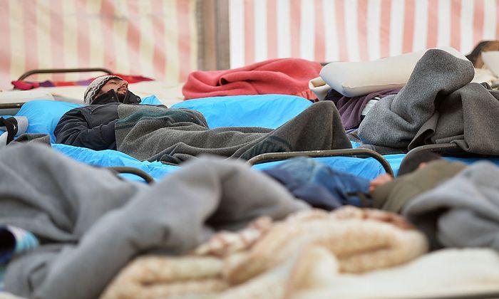 Flüchtlinge - Salzburg: Betreuungsstopp für Asylwerber in Notquartier