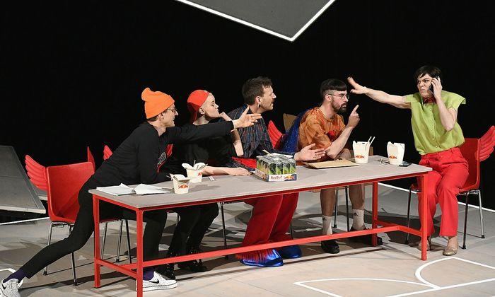 Sebastian Klein als Elias Sabry, Katharina Klar als Klara, Knut Berger als Schnute, Paul Spittler als Moritz, Birgit Stöger als Maryam Sabry