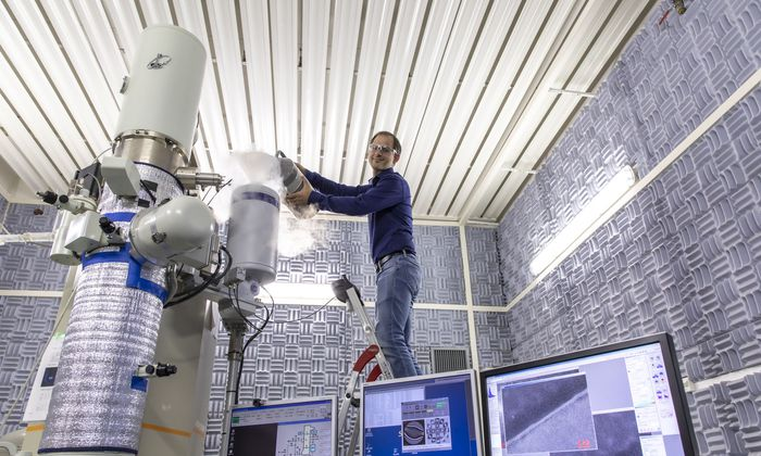 Christoph Gammer möchte eine der großen ungelösten Fragen der Materialphysik lösen: die Verformung metallischer Gläser.