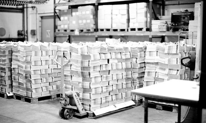 """Bald ist wieder Sonntag für die """"Presse"""", es stapeln sich die Exemplare in der Druckerei Herold."""