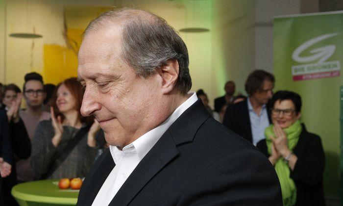"""Spitzenkandidat Rolf Holub überlegt eine """"ehrenamtliche"""" grüne Zukunft."""