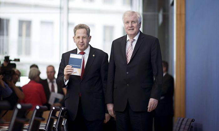 Die Grünen kritisieren Verfassungsschutz-Präsident Hans Georg Maaßen und Innenminister Horst Seehofer (CSU).