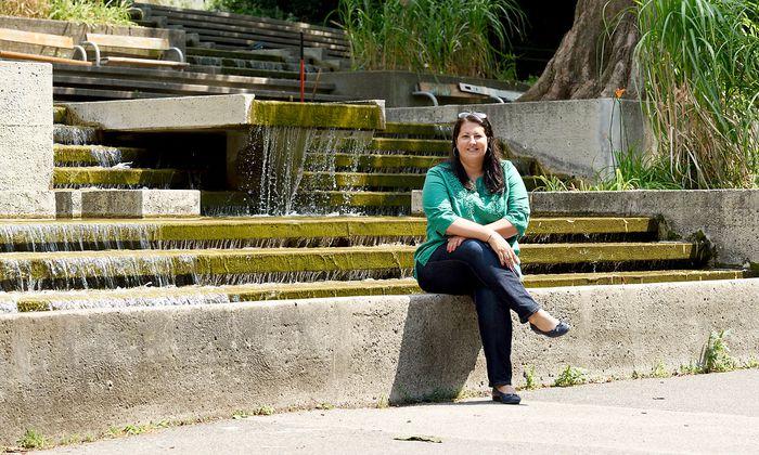 """Kathrin Gaal im Kurpark Oberlaa, den sie als Ort des """"Presse""""-Sommer-Interviews gewählt hat."""