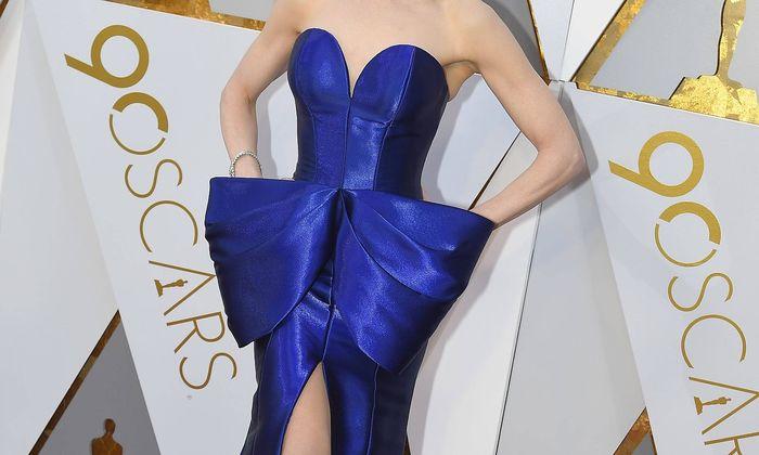 Nicole Kidman mit Riesenmascherl.