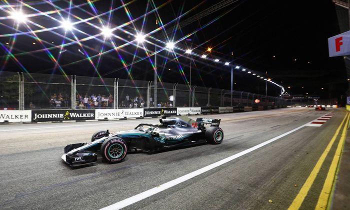 2018 Singapore GP SINGAPORE STREET CIRCUIT SINGAPORE SEPTEMBER 16 Lewis Hamilton Mercedes AMG F