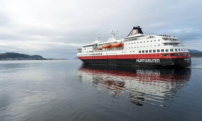 Schiffsanleger der Hurtigruten in Ålesund - Ship jetties of Hurtigruten in Ålesund *** Ship piers of the Hurtigruten in