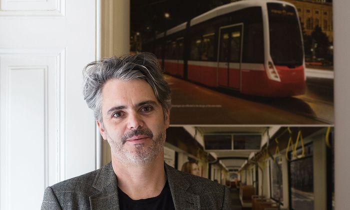 Peter Döllmann designte den Wiener Auftritt der neuen Flexity-Straßenbahn.