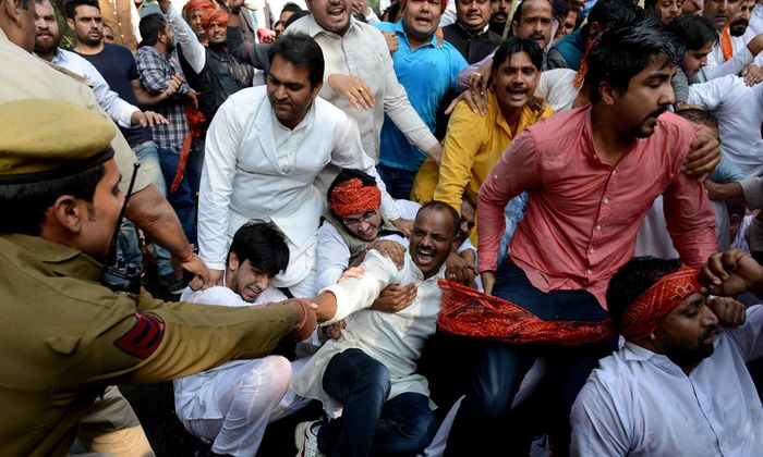 INDIA-ECONOMY-CURRENCY-PROTEST