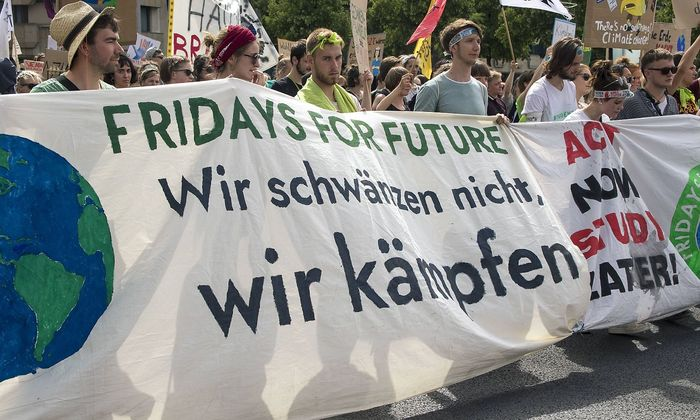 Teilnehmer an den Fridays for Future kämpfen für eine Veränderung in der Klimapolitik.