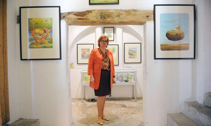 Erwin Mosers Frau, Ruth, kümmert sich um das kleine, hübsche Museum in Gols.