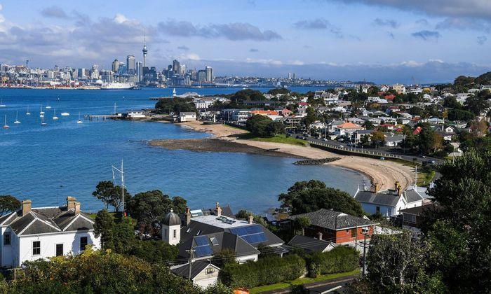 In Auckland, der größten Stadt Neuseelands, haben sich die Immobilienpreise binnen zehn Jahren fast verdoppelt. Dem will die Regierung nun gegensteuern.