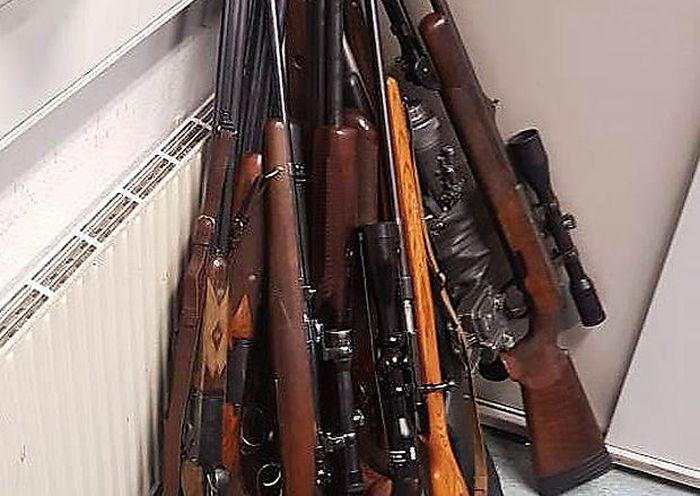 Waffen, die in der Wohnung eines Wiener Pensionisten entdeckt wurden
