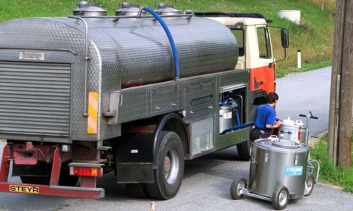 Milchwagen einer Molkerei