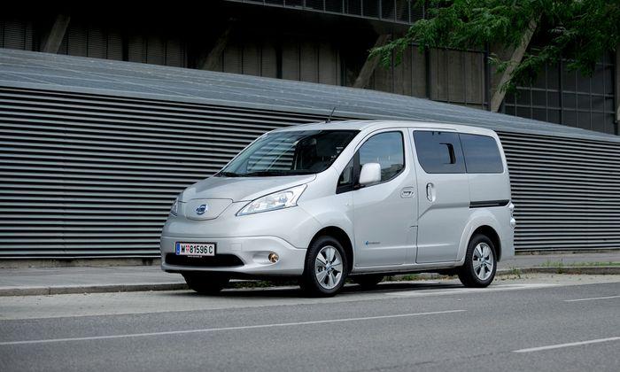 Niedliches Reifenformat, Antrieb, Vorderachse und die breitere Sour vom Leaf: Nissan e-NV200.