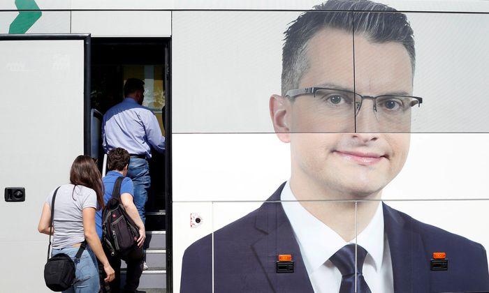 Der Wahlkampfbus führte Marjan ˇSarec auf Platz zwei. Nun dürfte er Premier werden.