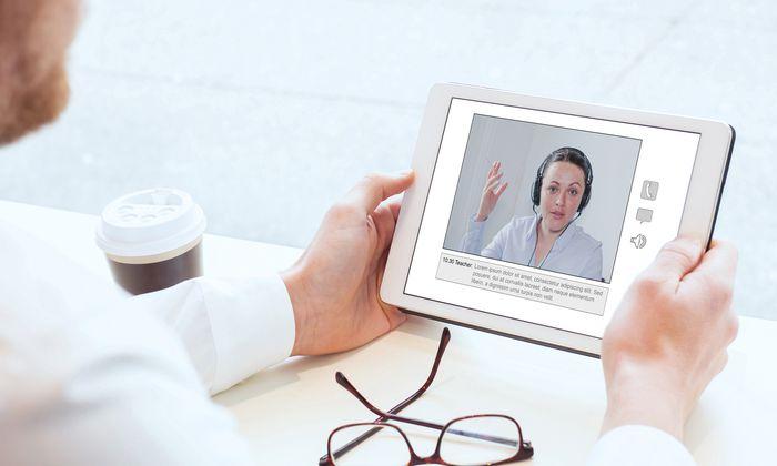 60 Prozent der Klienten bevorzugen Coaching-Modelle, die Online- und Präsenzelemente kombinieren.