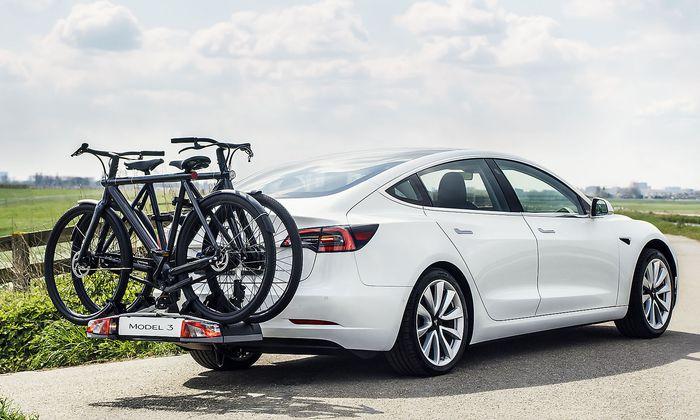 Ab Werk verfügbar: Eine Anhängerkupplung für das Model 3.