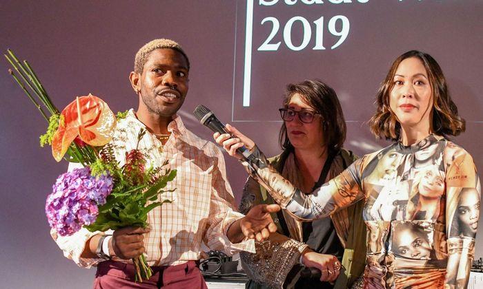 Kenneth Izedonmwen erhielt den Modepreis der Stadt Wien.