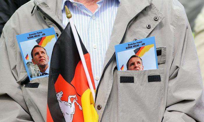 Dem Thüringer AfD-Parteichef Björn Höcke wird vorgeworfen, einen Personenkult zu betreiben.