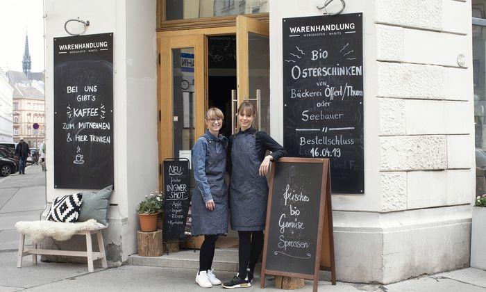 Die beiden Schwestern Stephanie Wanits (l.) und Christiane Wenighofer-Wanits betreiben die Warenhandlung nahe den Sofiensälen im dritten Bezirk.