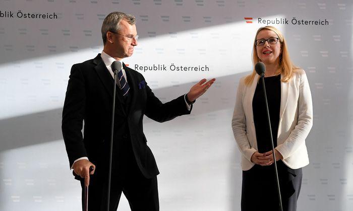 Infrastrukturminister Norbert Hofer (FPÖ) und Wirtschaftsministerin Margarete Schramböck (ÖVP)
