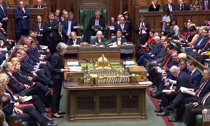 Theresa May erklärt im britischen Unterhaus des Parlament ihre Sicht der Dinge.