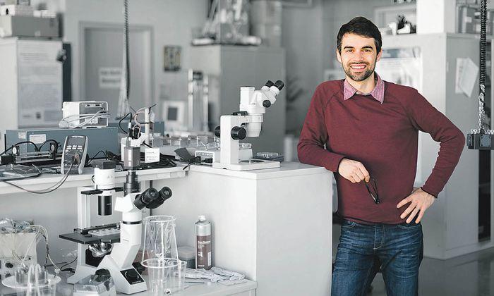 Markus Gusenbauer suchte nach neuen Filterstrukturen, mit denen man im Blut zirkulierende Tumorzellen besser findet.