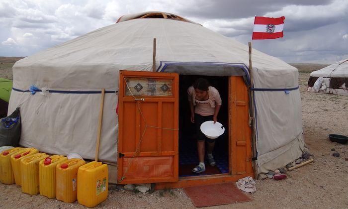 Im Tal der Seen in der Mongolei arbeiten Einheimische und Österreicher zusammen in Jurten.
