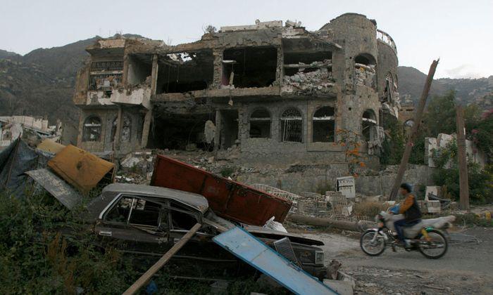 Zerstörtes Gebäude im Jemen