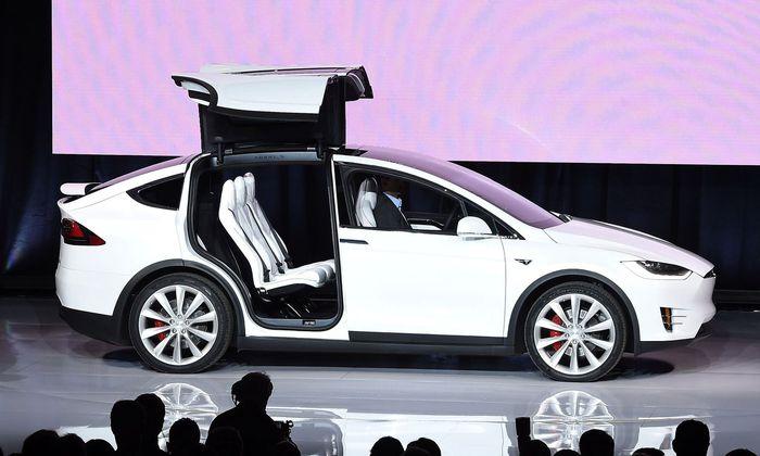Immer wieder nett anzusehen: die spektakulären Hintertüren des Model X.