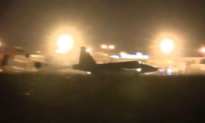 Ein russischer Militärjet kurz vor der Landung in Syrien.