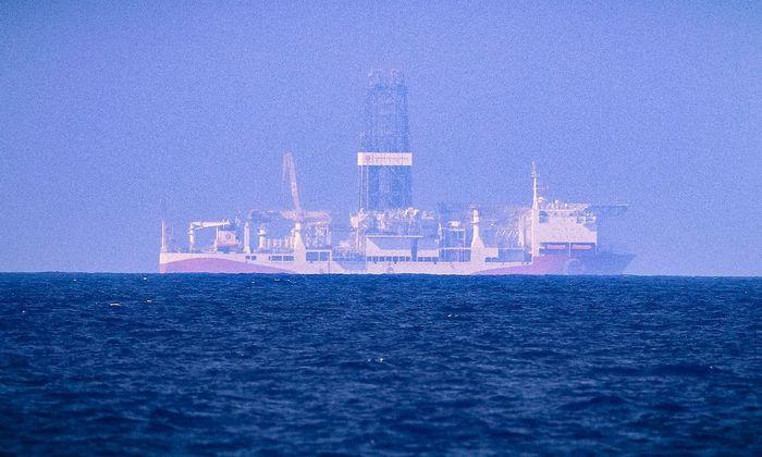 Ein Archivbild vom 24. Juni vor der Küste Nordzyperns, wo ein türkisches Schiff bereits Stellung bezogen hat.