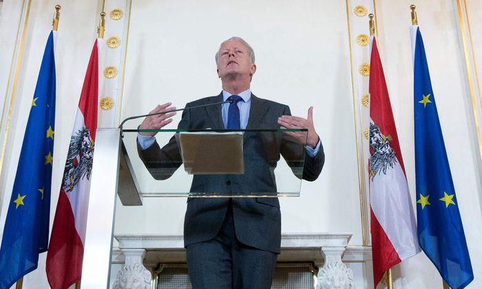 Allein im Kanzleramt: Reinhold Mitterlehner führt derzeit in der Regierung die Geschäfte.