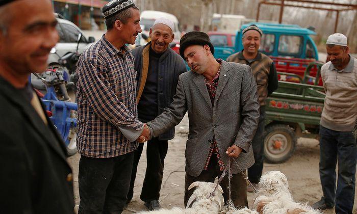Von den 22 Millionen Einwohnern Xinjiangs gehören knapp die Hälfte dem muslimischen Turkvolk der Uiguren an.