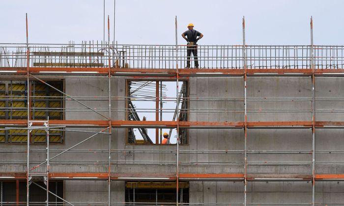 Dank Bauboom und kauffreudiger Verbraucher legte das Bruttoinlandsprodukt (BIP) im Auftaktvierteljahr um 0,4 Prozent zu.