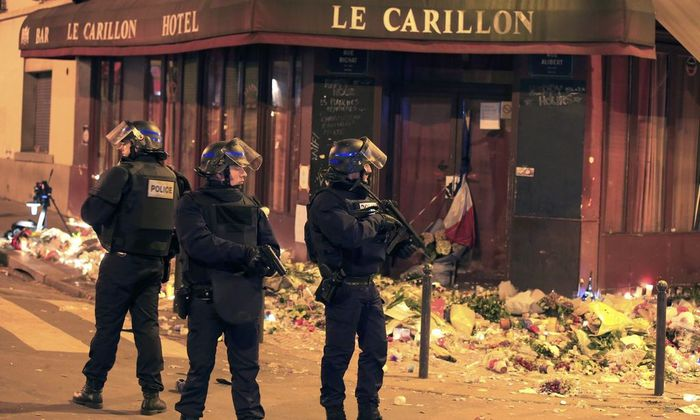 Police react to a suspicious vehicle near La Carillon restaurant following a series of deadly attacks in Paris