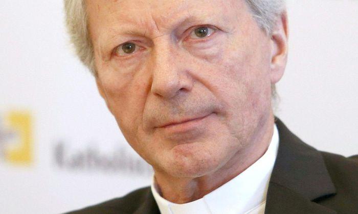"""Als """"Bischof der Herzen"""" wird der vom Vatikan abgesetzte Kärntner Diözesanadministrator Engelbert Guggenberger von der Initiative """"Mündige Christen"""" bezeichnet."""
