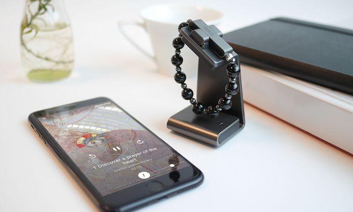 Vatikan launcht e-Rosenkranz als Smart-Armband und App
