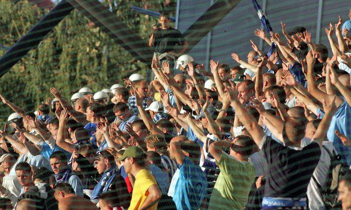 Archivbild: Gästefans beim UI-Cup-Spiel von Rapid gegen Slovan in Hütteldorf 2007