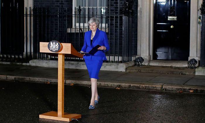In der Nacht trat May vor die Medien