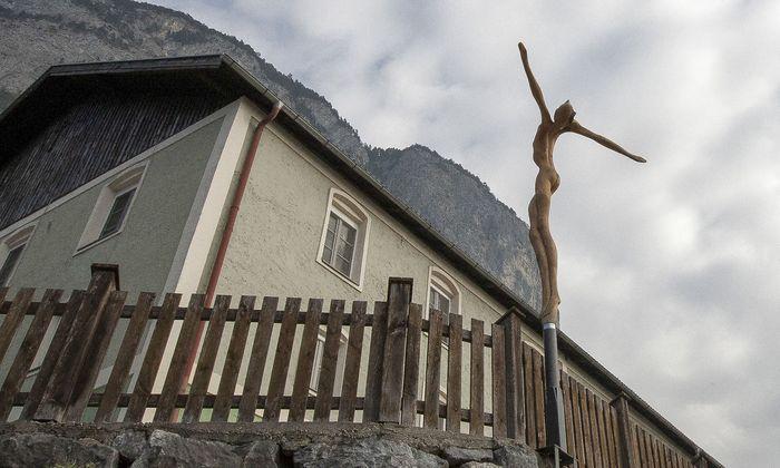 Die Benediktinerinnen führten das Internat und die Sonderschule Martinsbühel in Zirl, Tirol, jahrzehntelang bis zur Schließung 2008.