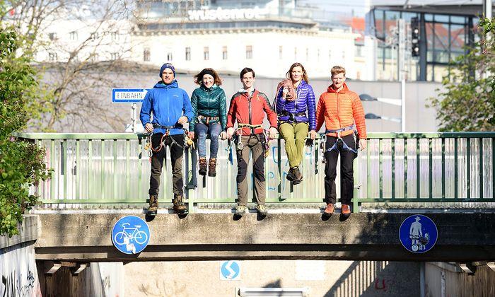 Rainhard Fuchs, Lisa Kranebitter, Christian Poglitsch, Nina Poxleitner und Philip Schreiner in ihrer Bergmontur (v. l.).