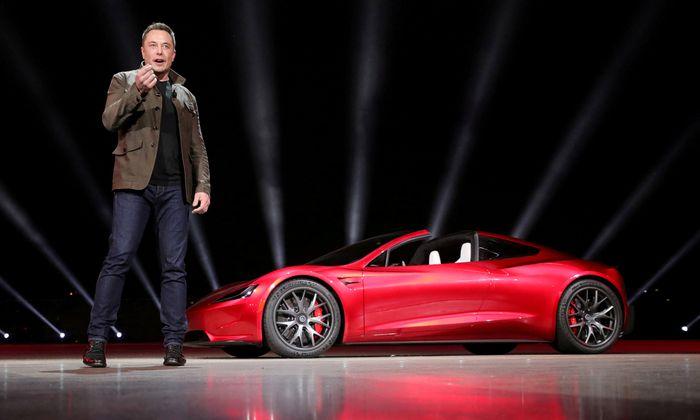 "Archivbild: Musk bei der Präsentation des "" Roadster 2"" vergangenen November."